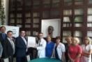 Przedstawiciele Uniwersyteckiego Centrum Zdrowia Kobiety i Noworodka WUM odbierają certyfikat