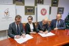 Podpisanie aktu notarialnego - Dom Ronalda McDonalda 04.jpg